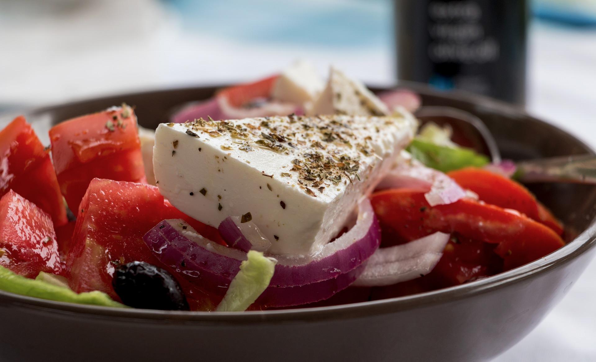 insalata horiatiki ricetta