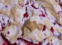 Meringata alle fragole: soffice e colorata