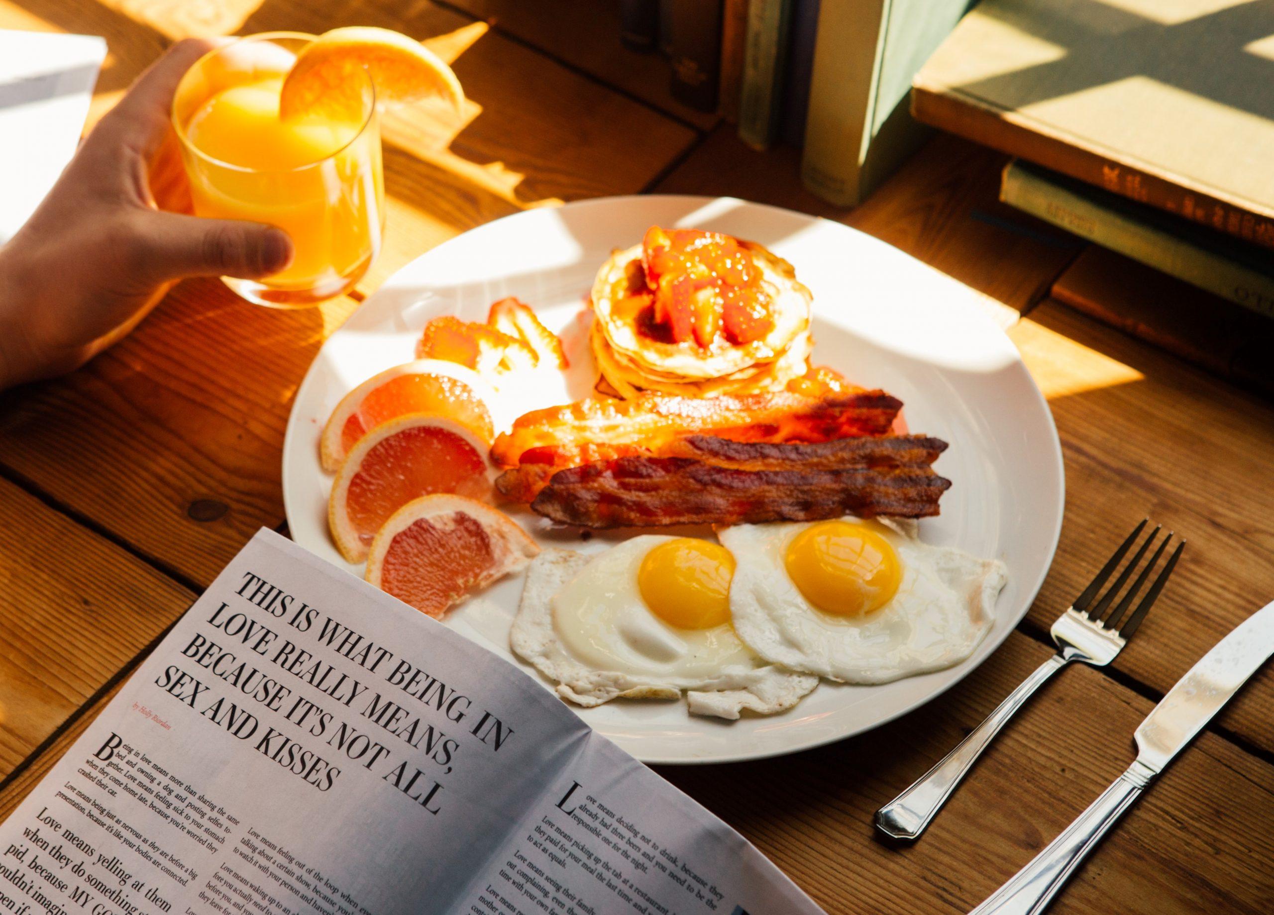 Pancake salati con bacon e uova