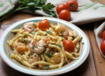 Pasta con gamberetti, pomodorini e rucola: ricetta leggera