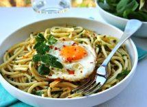 Pasta con l'uovo fritto: