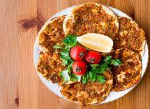 Pizza di carne macinata al forno