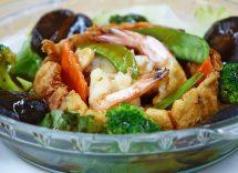 wok di verdure e gamberi