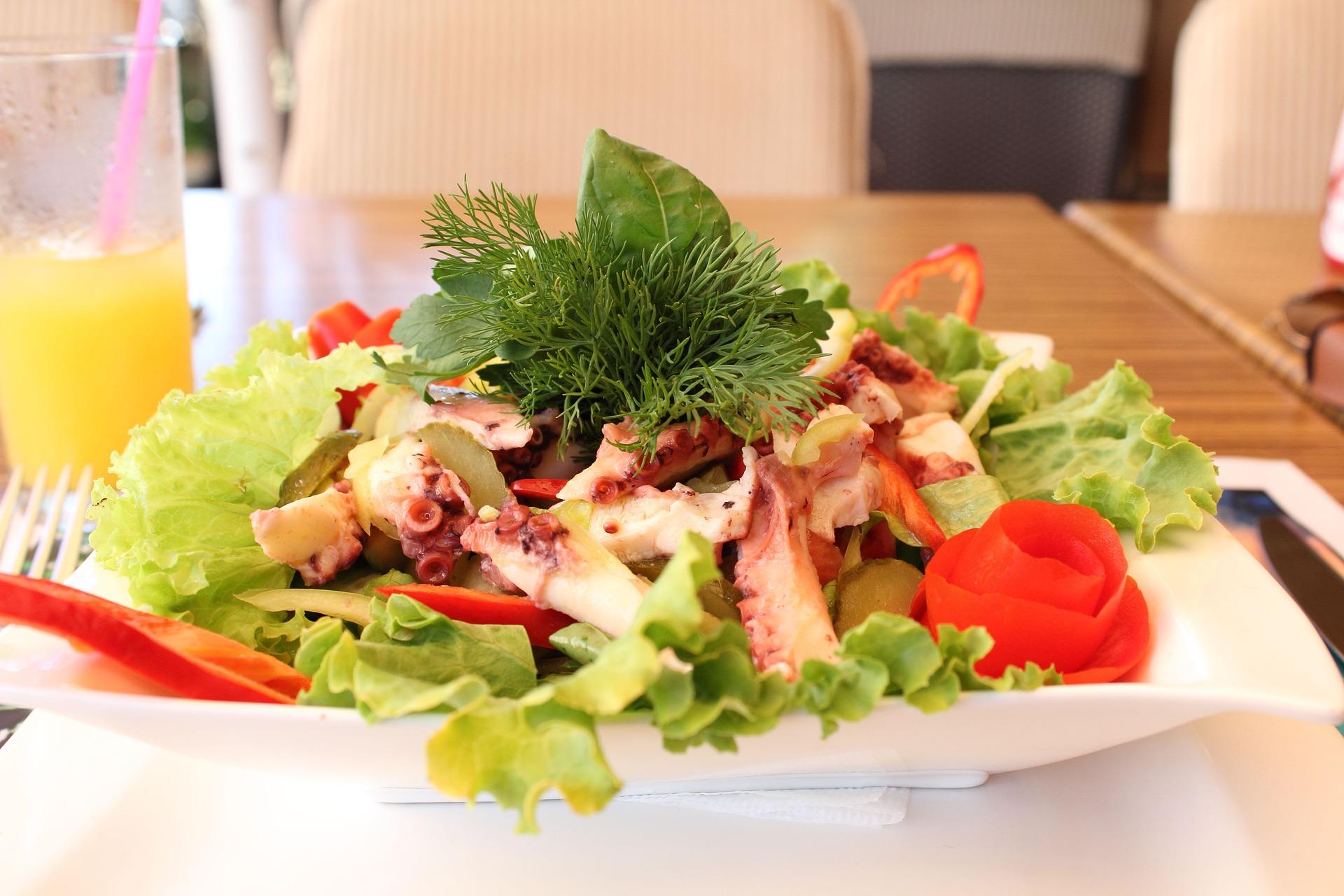 insalata di polpo con patate e cipolla rossa