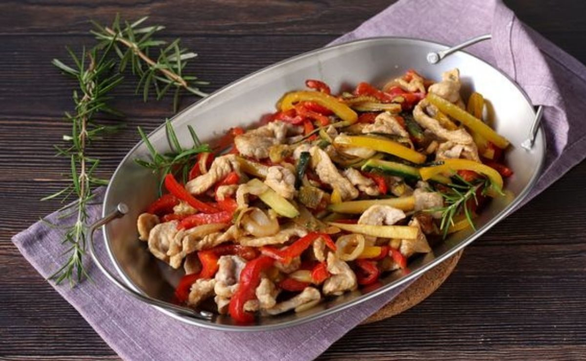 Pollo alle mandorle e peperoni