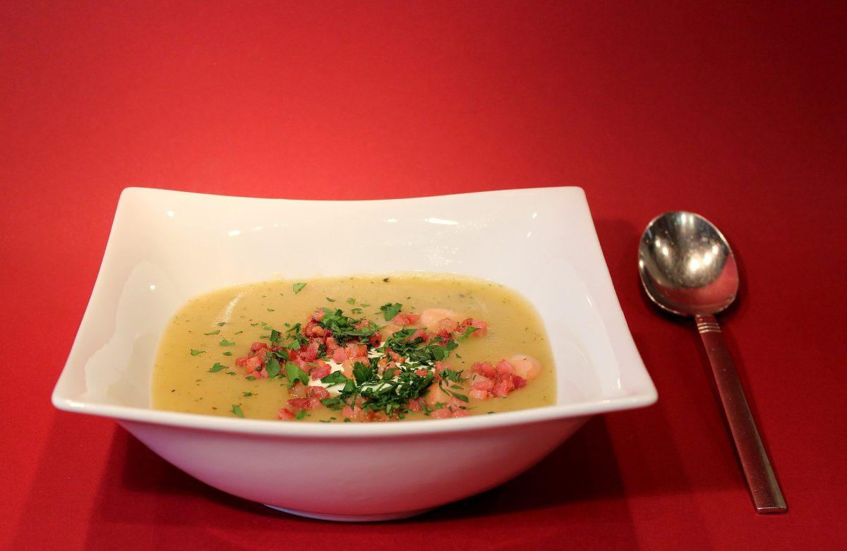 zuppa di cicerchia e pancetta affumicata