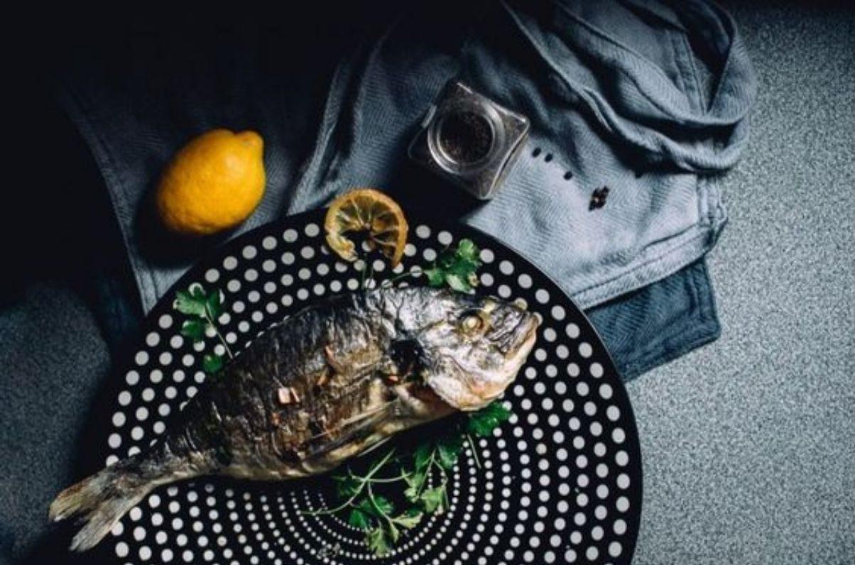 orata al forno con foglie di limone