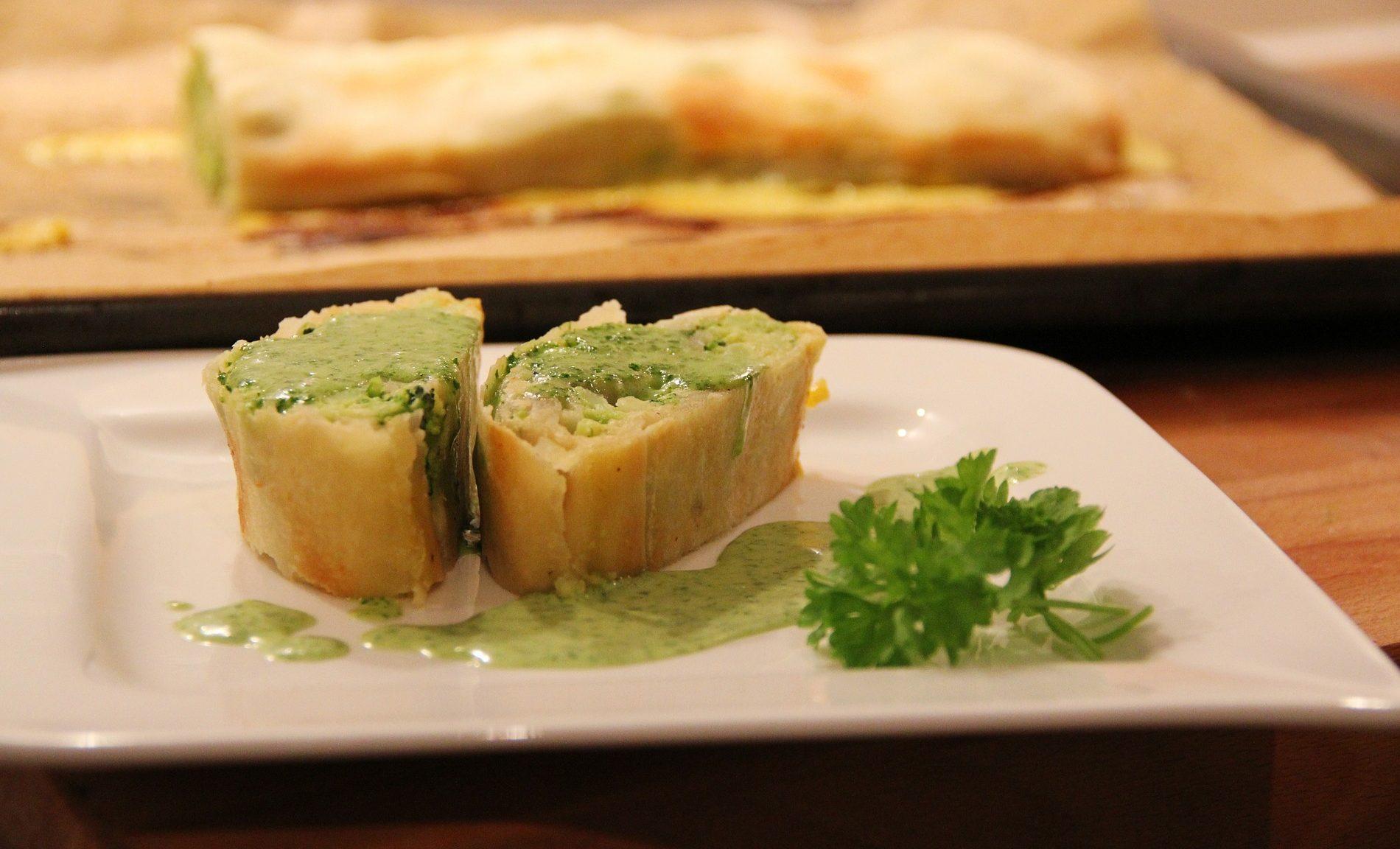 strudel salato con zucchine speck e asiago