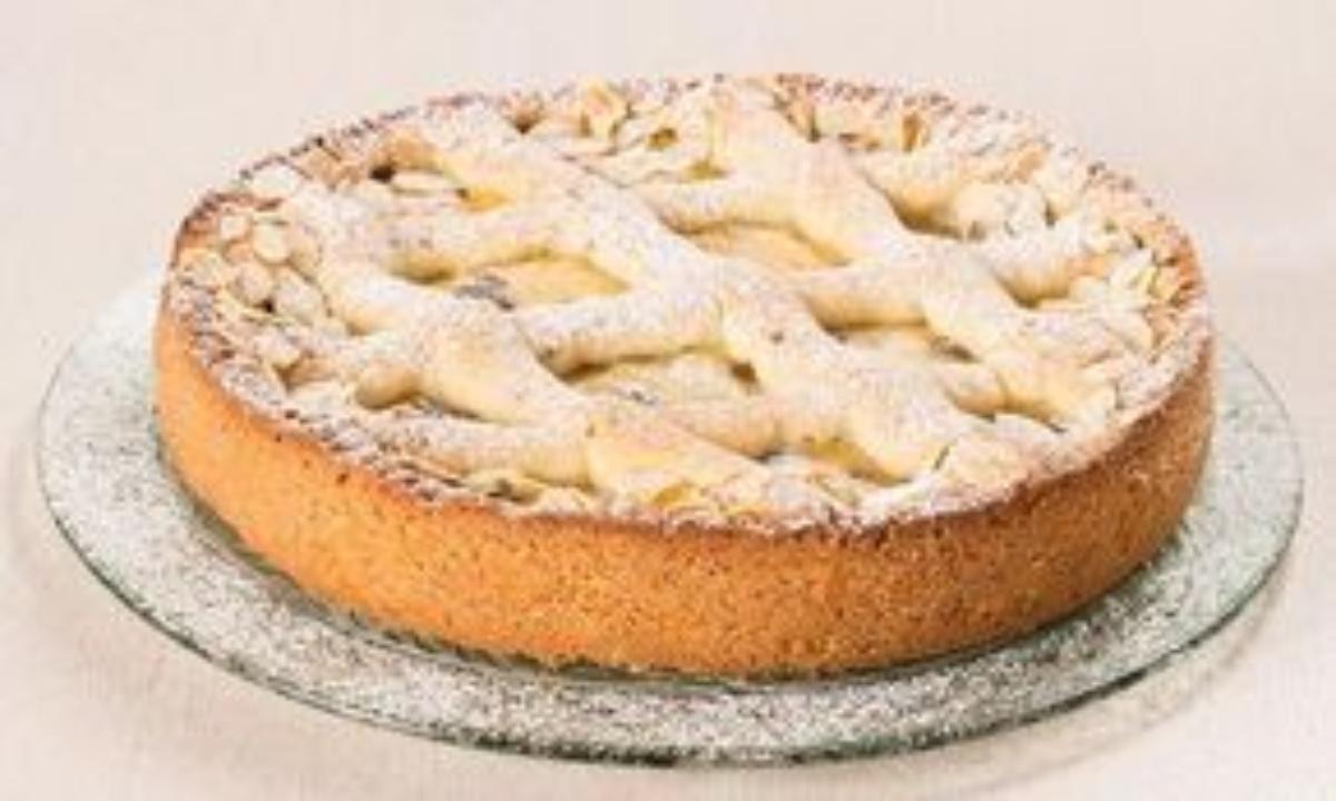 crostata con crema pasticcera e frutta secca