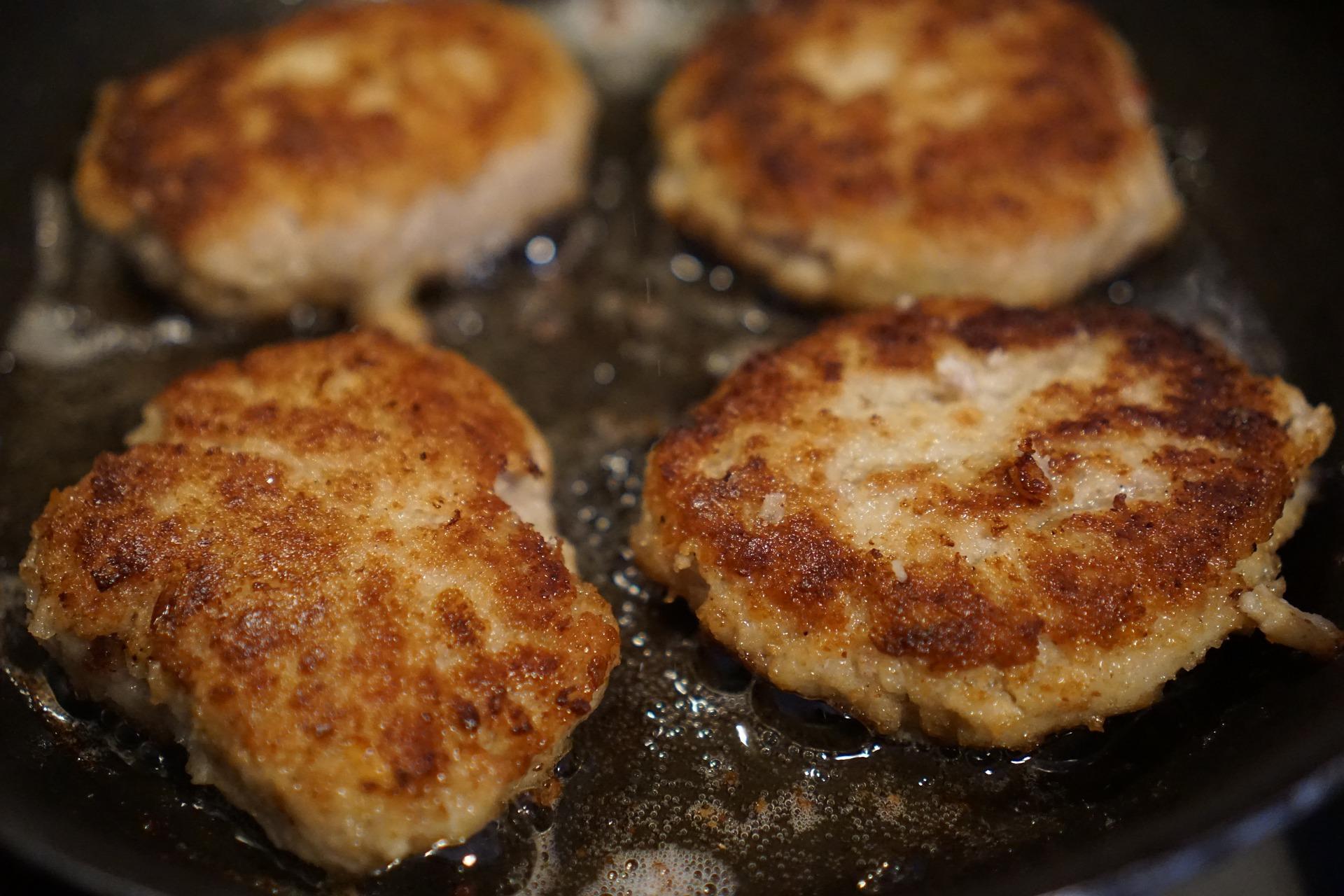 schiacciatine di carne macinata in padella