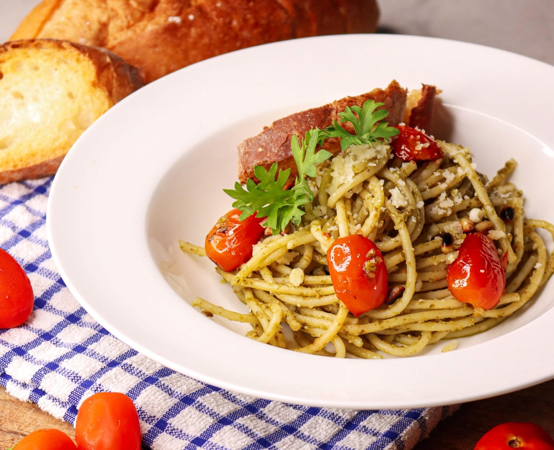 pasta con alici pomodorini e pecorino
