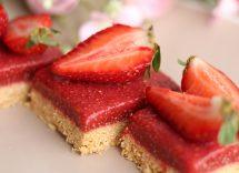 Torta con gelatina di fragole: dessert colorato e raffinato