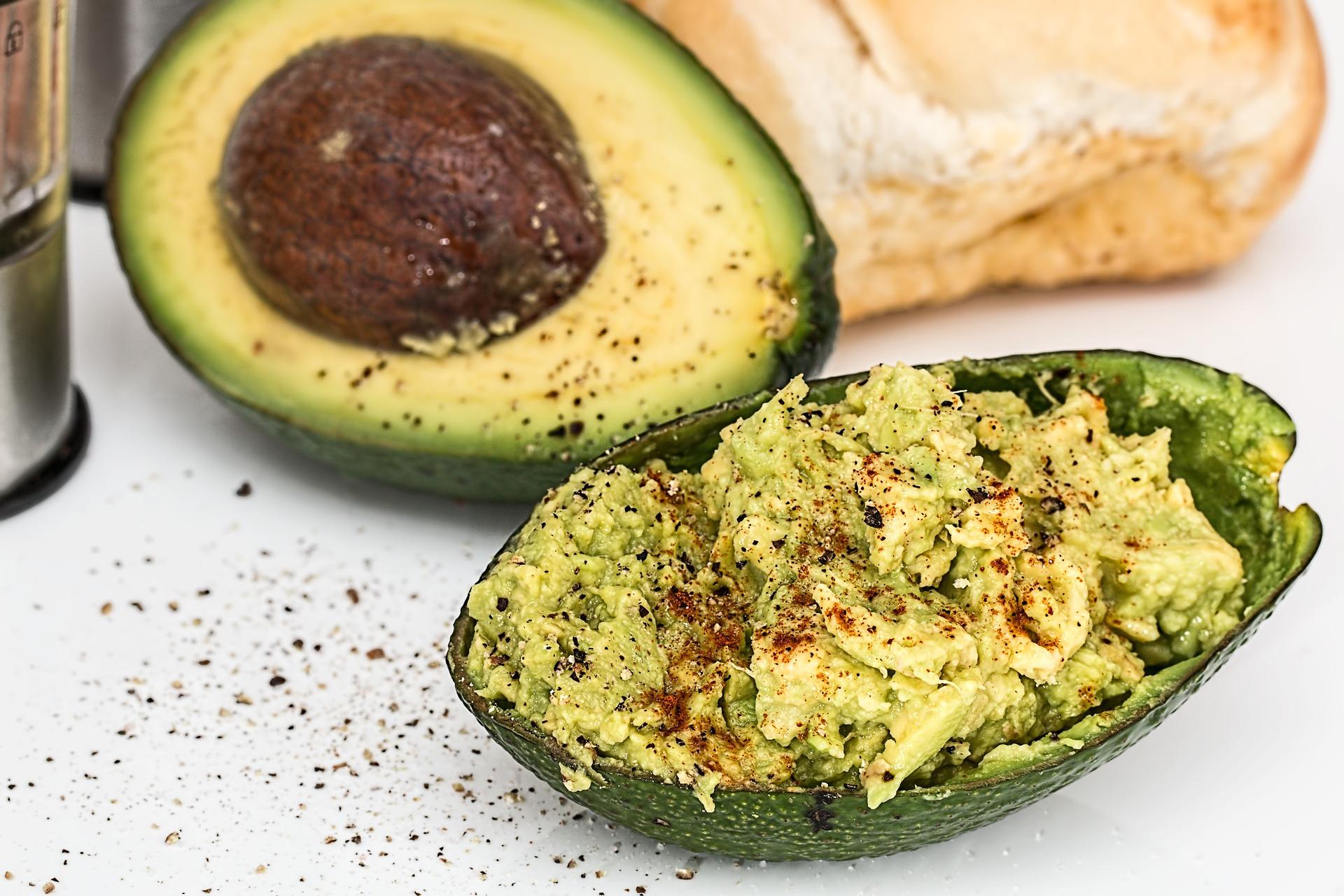 Cestini di pasta fillo con gamberi e avocado ricetta
