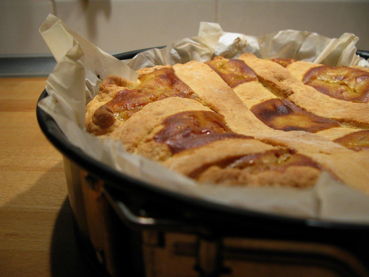 Perché la pastiera napoletana si ricopre con sette strisce di frolla?