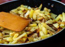 patate in padella croccanti e saporite ricetta