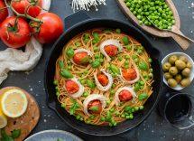 Pasta al sugo con piselli ricetta