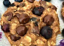 Biscotti al cioccolato con banana e avena