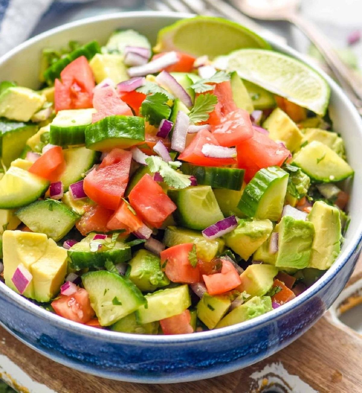 insalata cinese di cetrioli e avocado