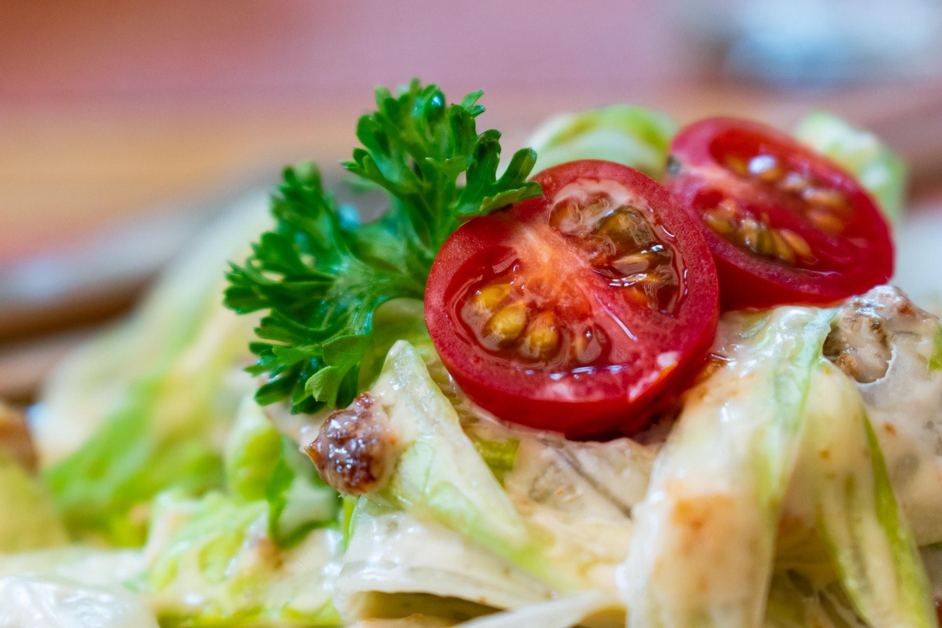 Pasta fiori di zucca pomodorini