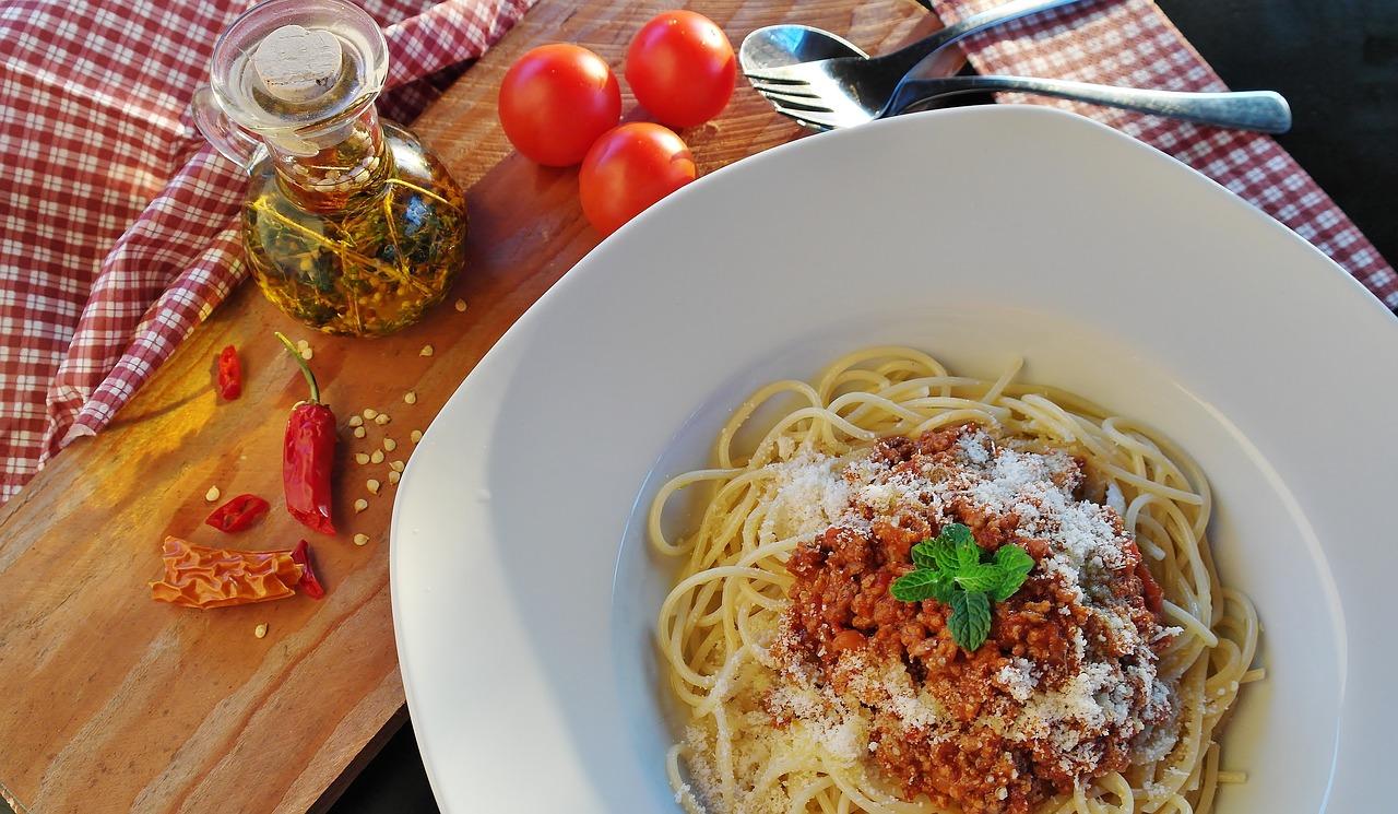 spaghetti al sugo di pomodoro fresco