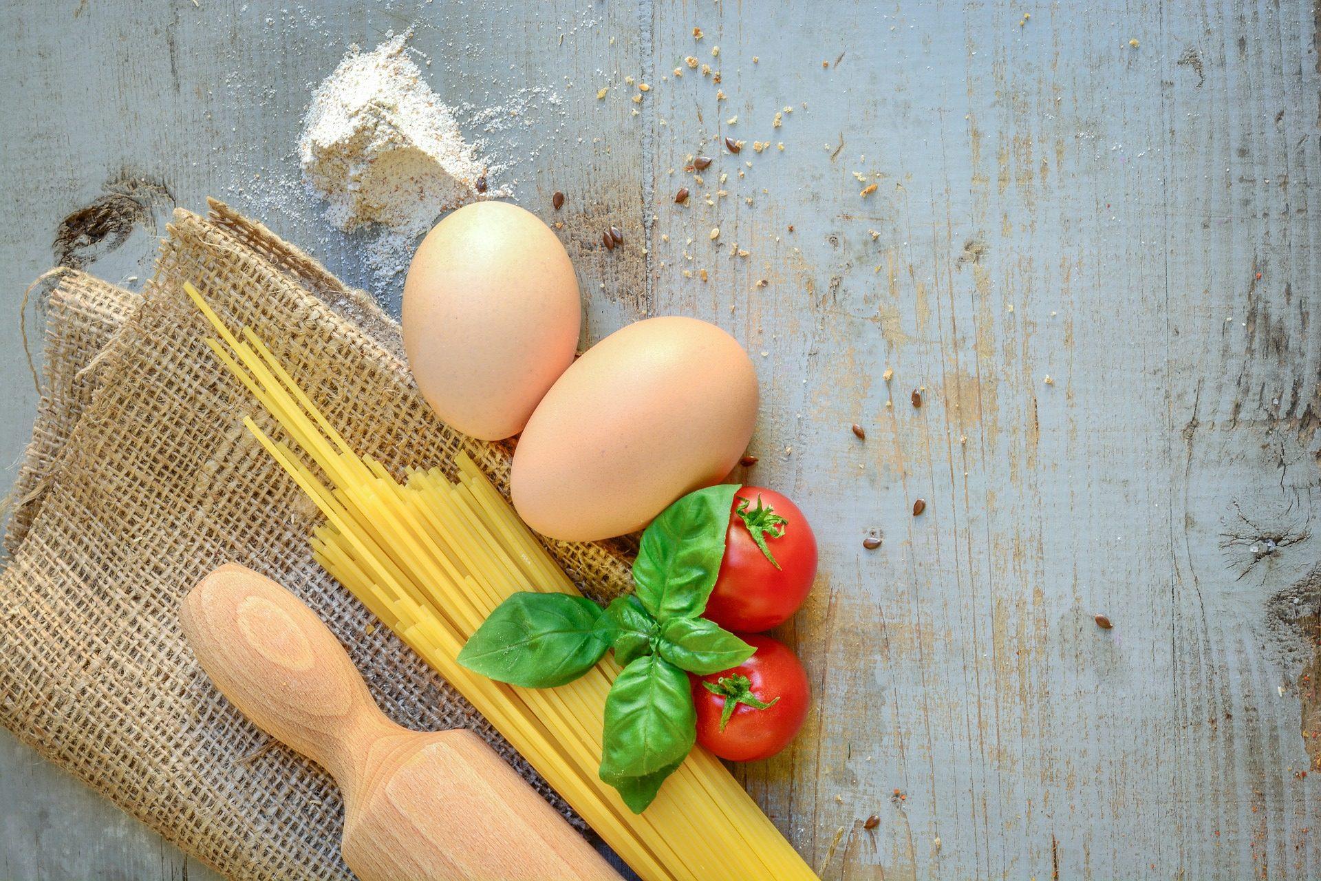 Spaghetti alla puveriello: ricetta con uova, tipica della cucina napoletana