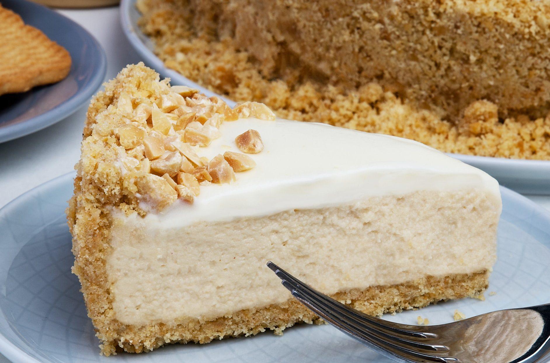 Cheesecake mandorle e fragole: fresca e leggera