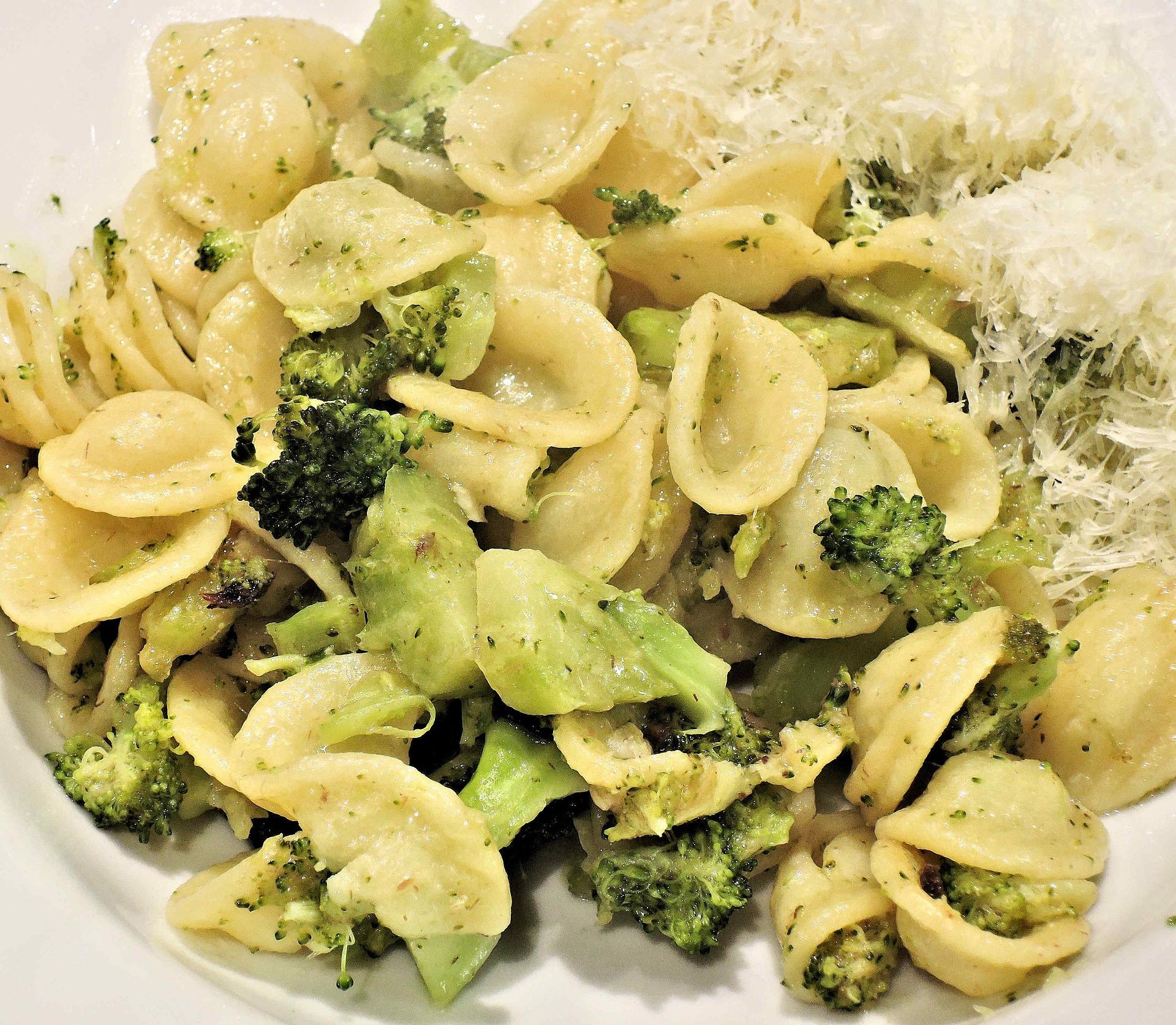 Pasta con broccoli: ricetta vegana, semplice e ricca di gusto