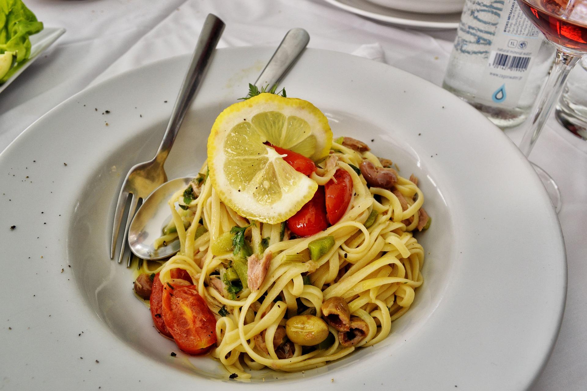 Pasta fredda limone olive tonno