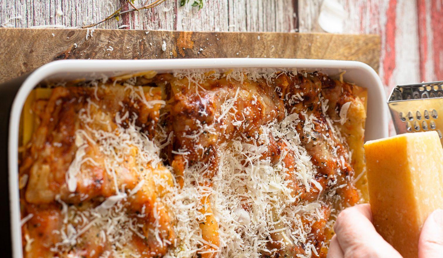 Pasticcio di pasta, germogli e formaggio
