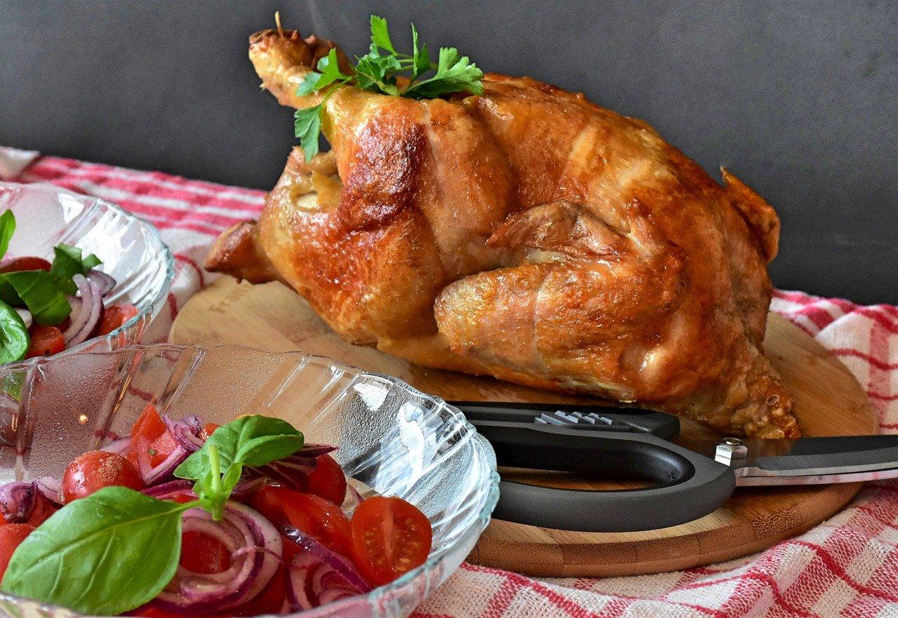 Pollo con pesto e pomodori