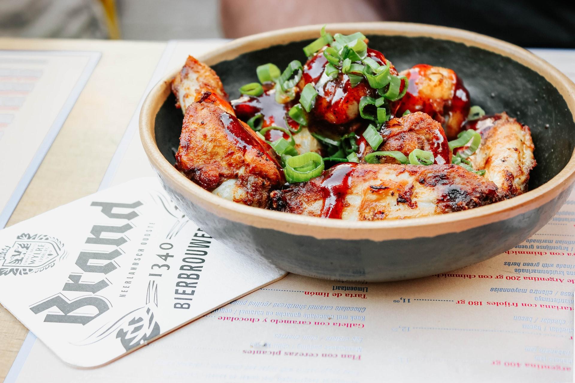 Pollo spagnolo con chorizo e peperoni