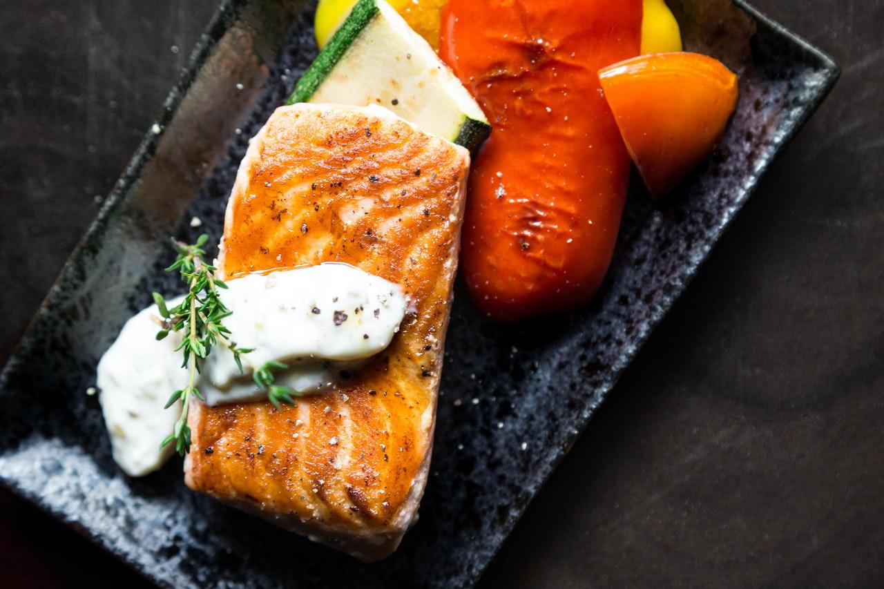 Salmone speziato al forno