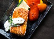 Salmone speziato con verdure