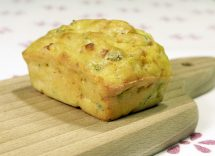 Torta salata con pollo, prosciutto e asparagi