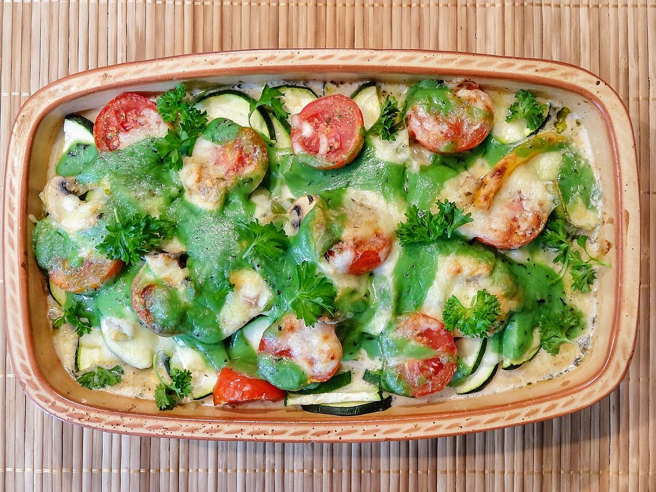 Zucchine con mozzarella e pomodoro al forno