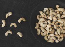 Formaggio anacardi mirtilli rossi semi di zucca