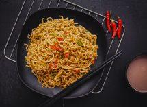 Noodles saltati in padella con carne di maiale