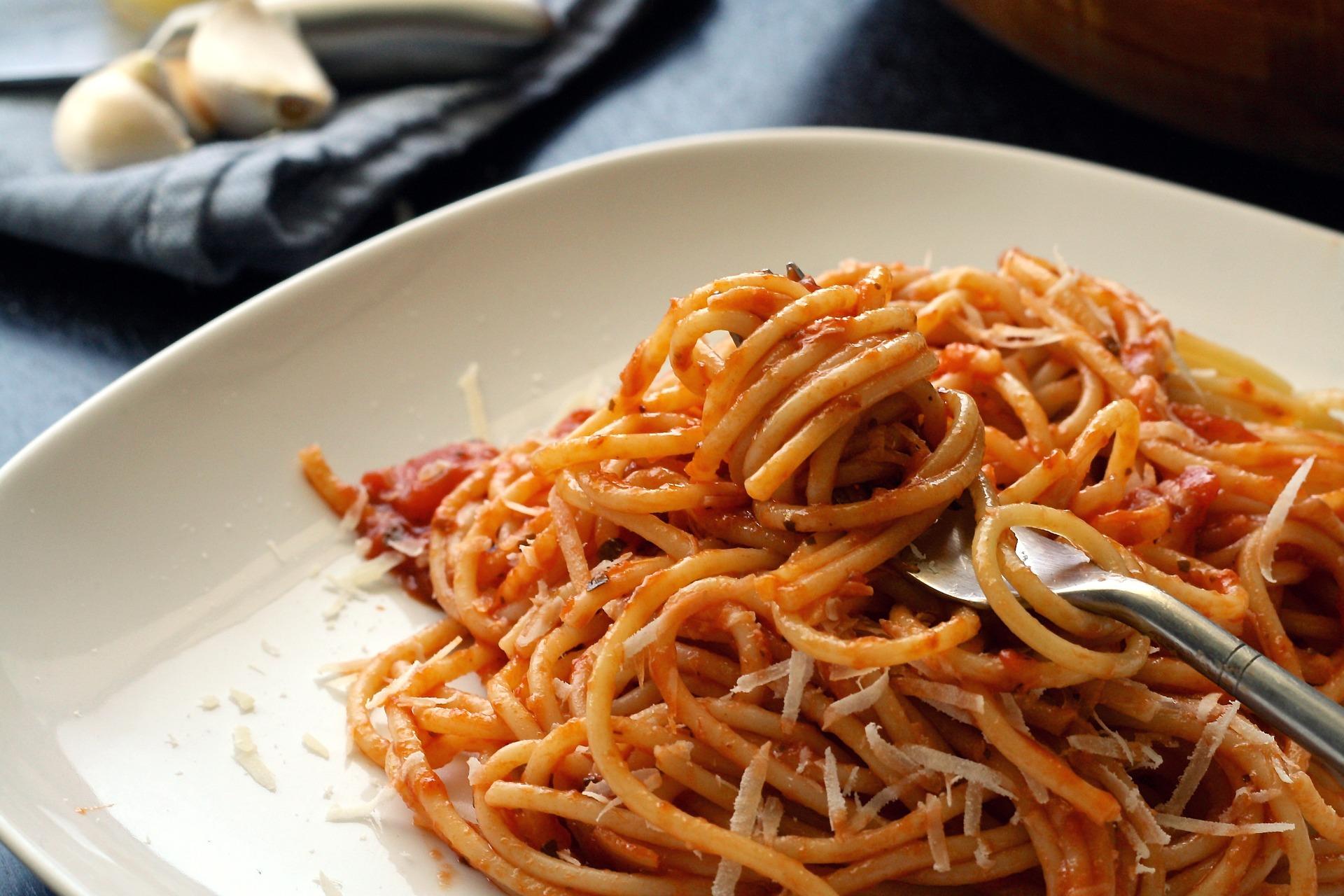 spaghetti al pomodoro alici marinate