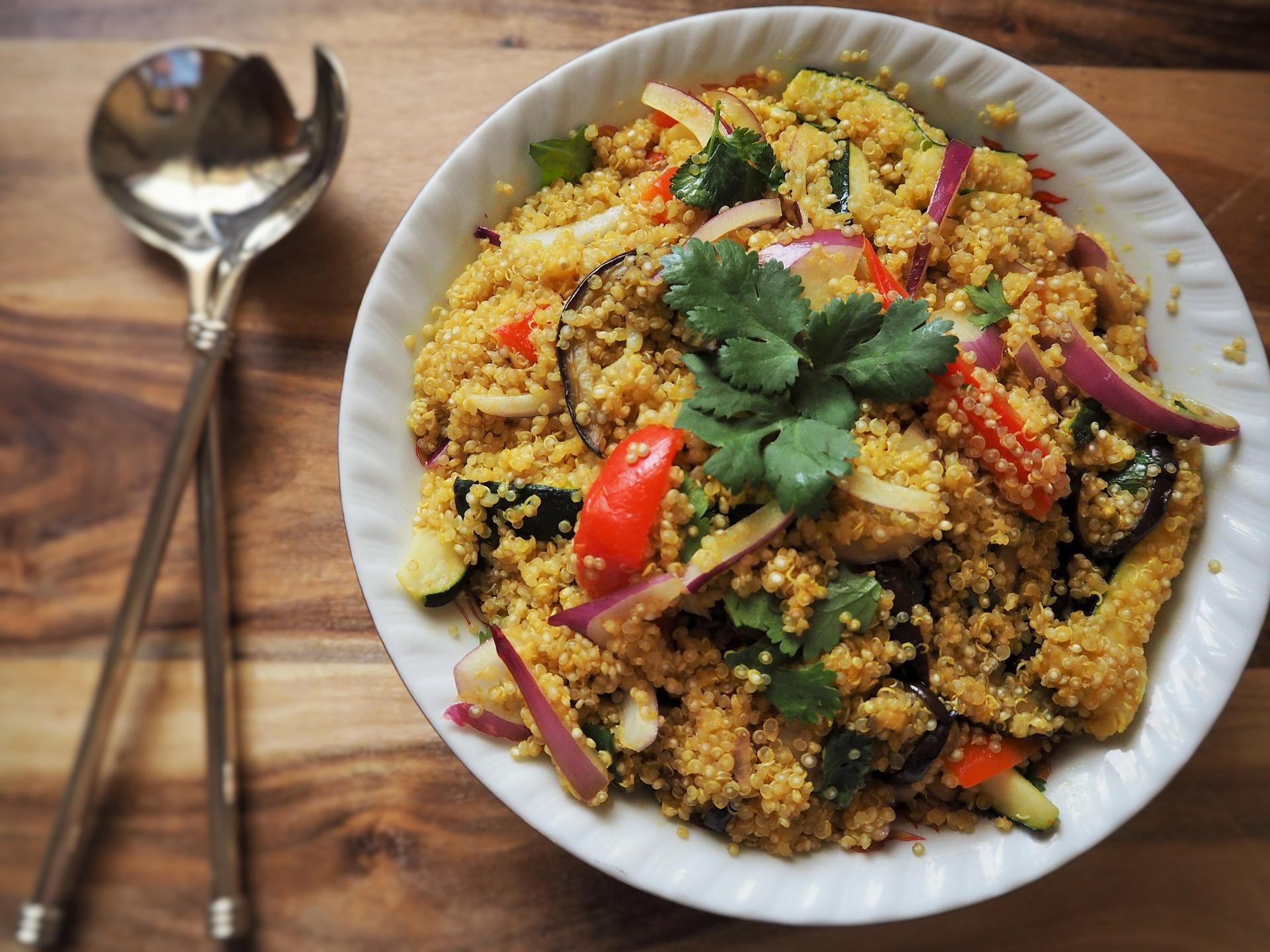 insalata quinoa verdure al forno tofu