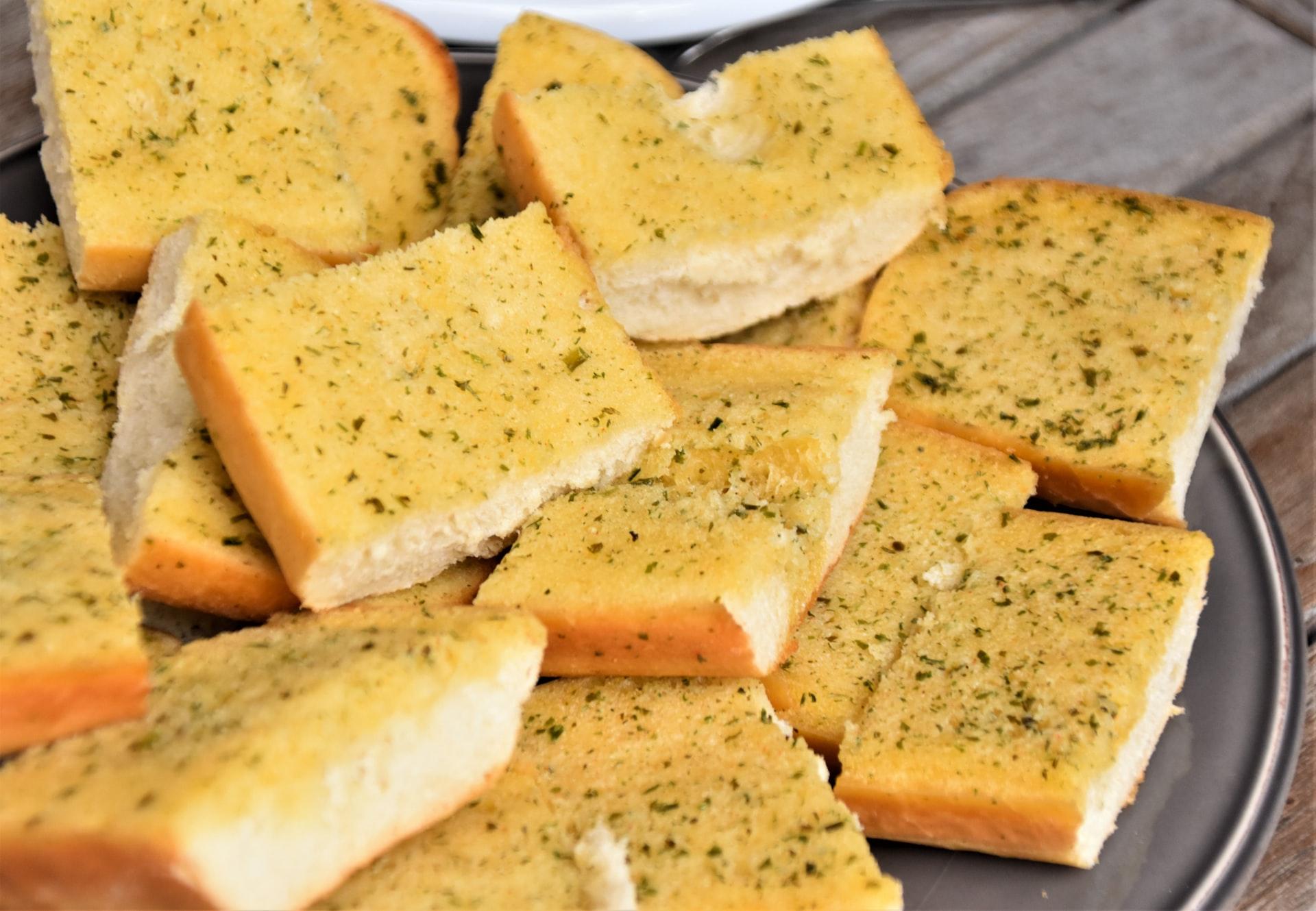 Pane di mais al jalapeno con panna acida